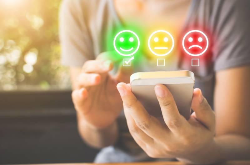 Potrošač daje ocenu preko telefona